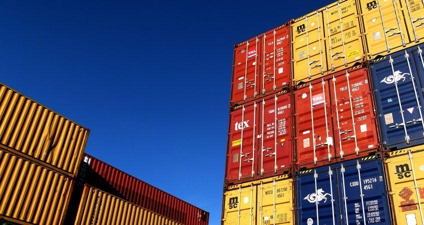 Contenedores marítimos. – Transporte marítimo de mercancías.